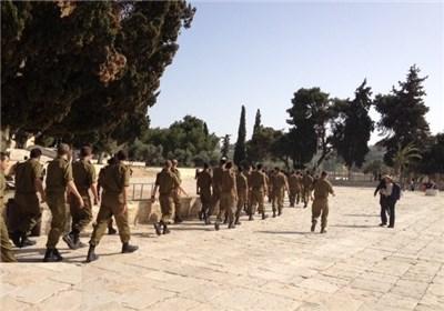 120جندی ومستوطن یقتحمون المسجد الاقصی
