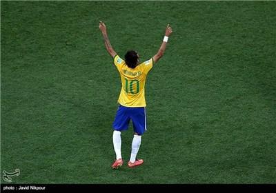 البرازیل تفتتح الموندیال بثلاثیة