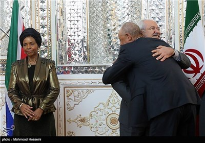 Iran's Zarif, South Africa's Int'l Relations Minister Meet in Tehran