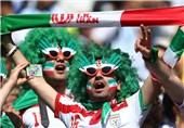"""المشجعون الایرانیون یتوافدون على ستاد """"آل نهیان"""" لمشاهدة مباراة منتخب بلادهم أمام فیتنام"""