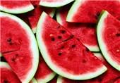 فایده قسمت قرمزرنگ هندوانه/چه کسانی نباید این میوه را بخورند+بهترین زمان مصرف هندوانه