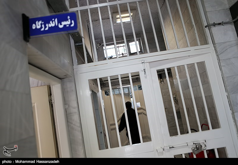 """رئیس سازمان زندانها: 2.5 برابر ظرفیت """"زندانی"""" داریم"""