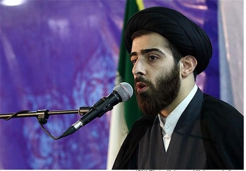 بیداری اسلامی در حوزه ادبیات بهرهبری امام خامنهای آغاز شده است