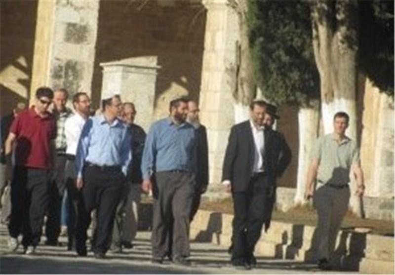 نائب رئیس الکنیست الصهیونی یقتحم المسجد الأقصى وسط غضب وتوتر