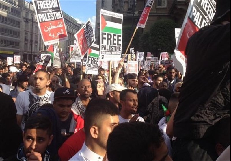 Crowds Protest BBC 'Biased Reporting' on Gaza