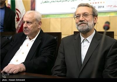 از راست : سخنرانی صلاح زواوی سفیر فلسطین
