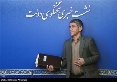 علی طیب نیا وزیر اقتصاد و دارایی در نشست خبری پایان جلسه هیئت دولت
