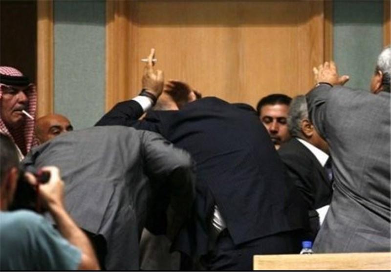 """معرکة بـ""""الاحذیة"""" بین """"الفیضی"""" و""""الدباش"""".. و""""الجنابی"""" یتهم المشرفین على المؤتمر بسرقة مخصصاته"""