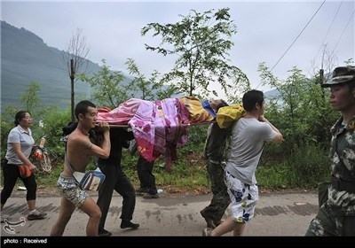 زلزال الصین یسفر عن مصرع اکثر من 400 شخص واصابة الکثیر بجروح