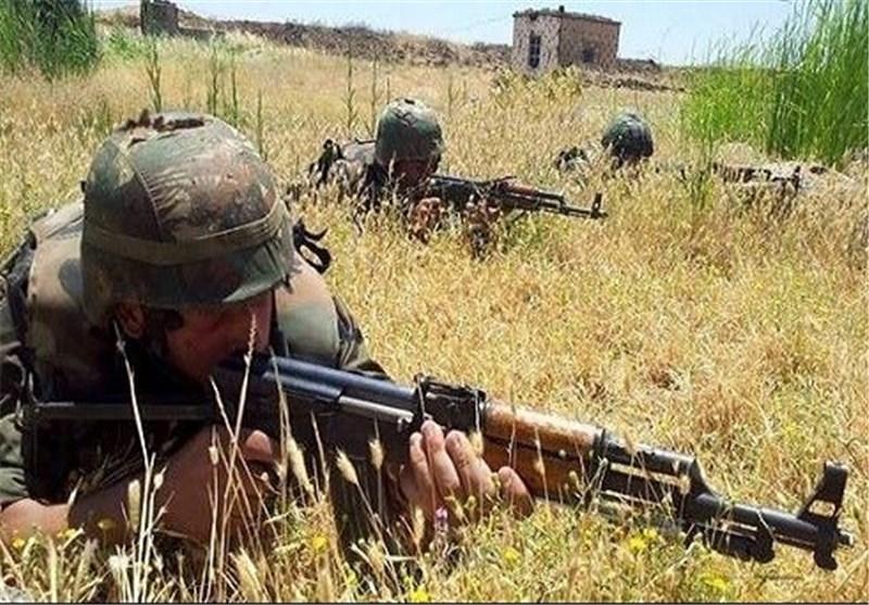 "اشتباکات عنیفة بین الجیش السوری وعصابات ""داعش"" فی محیط ""مطار الطبقة"" شمال شرق سوریا"