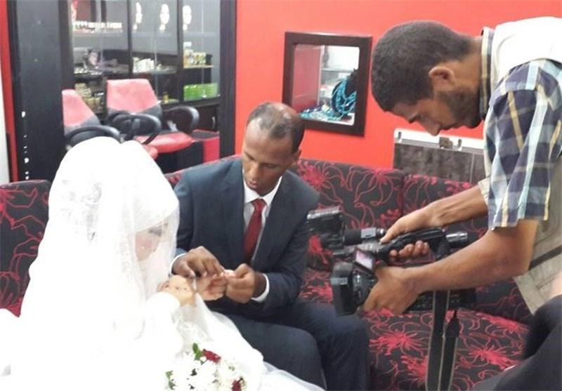 فلسطینیان یتحدیان عدوان الاحتلال بالزواج فی مرکز إیواء فی غزة