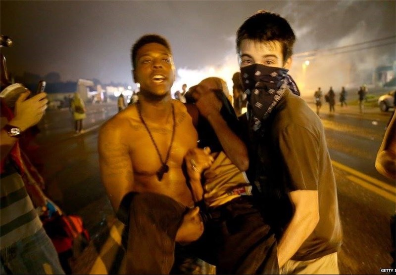 One Shot, 7 Arrested in Clashes after Curfew in Ferguson, Missouri