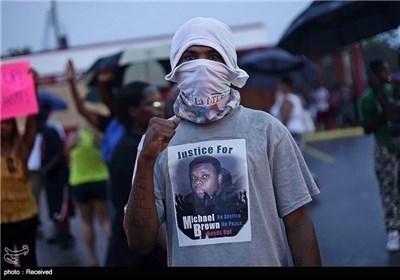 استمرار الاحتجاجات علی قتل شاب أمریکی أسود فی أمریکا