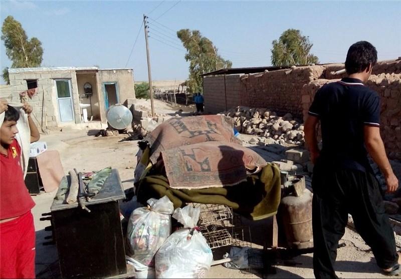 13 هزار بطری آب معدنی در بین زلزله زدگان دهلران توزیع شد