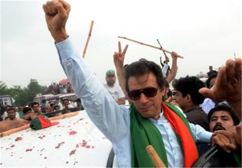Pakistan Police Arrest over 100 Supporters of Imran Khan