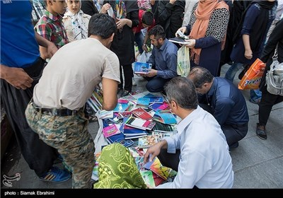 Iranian Students Preparing for New School Year