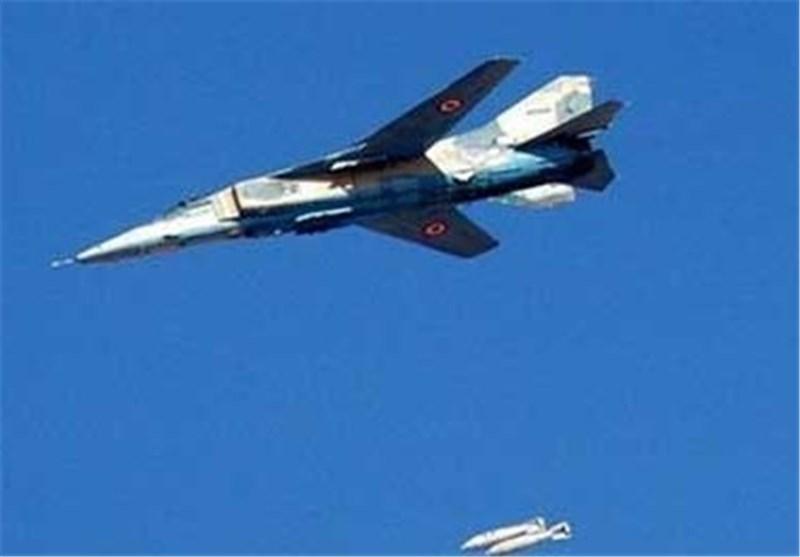 مقتل 18 داعشیا بینهم أمریکی وقیادیون فی غارة للطیران السوری بالرقة