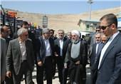 بازدید روحانی از نمایشگاه عملکرد دولت در رفع مشکلات حاشیه نشینی مشهد
