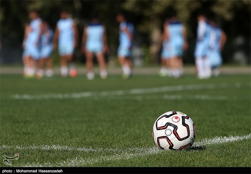 لیگ برتر و توپ فوتبال و تمرین استقلال