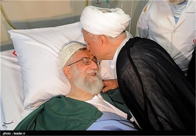 آیة الله رفسنجانی یعود الامام الخامنئی فی المستشفى