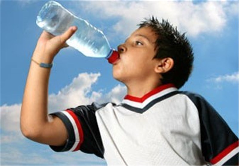 آب نوشیدن کم آبی