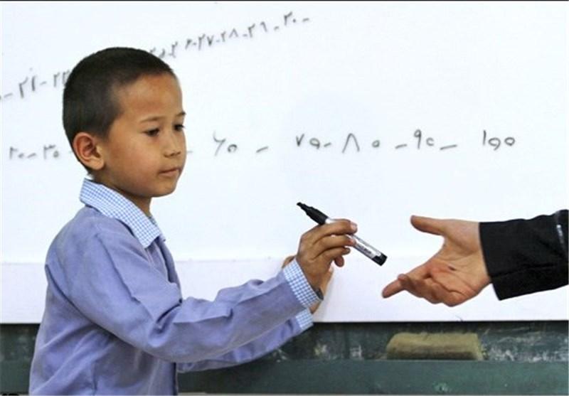 تعطیلی مدرسهای در پیشاور به جرم انتقال غیرقانونی کودکان افغانستانی به پاکستان