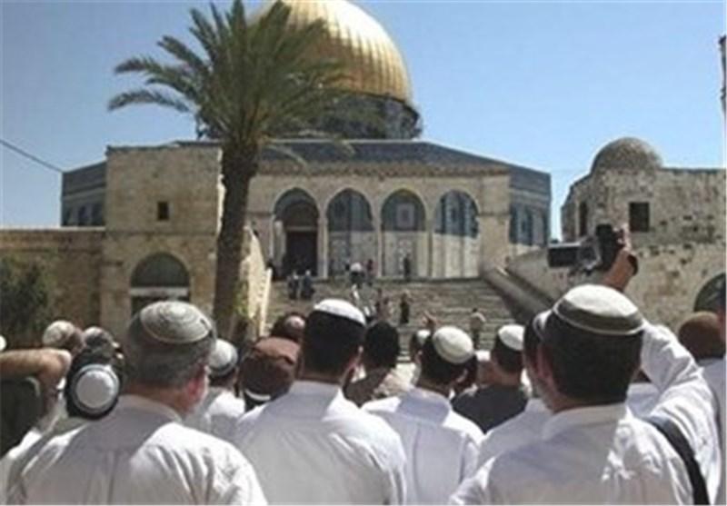 المستوطنون یقتحمون الأقصى بدعم قوات الاحتلال الصهیونی