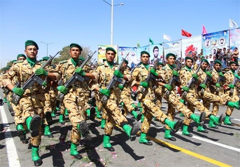 مراسم رژه نیروهای مسلح ارتش استان لرستان برگزار شد