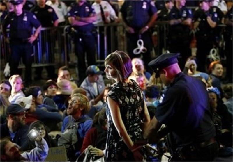 السلطات الامریکیة تعتقل فی نیویورک أکثر من 100 من المتظاهرین المعارضین للرأسمالیة + صور