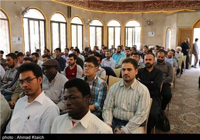 تکریم أکثر من 500 طالب وطالبة من الحوزة الزینبیة بمناسبة قدوم العام الدراسی الجدید