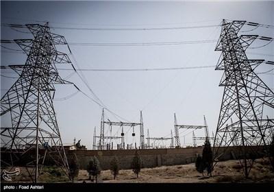 Slacklining under High Voltage Electricity