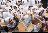 جشن عاطفهها در 1260 مدرسه همدان برگزار شد
