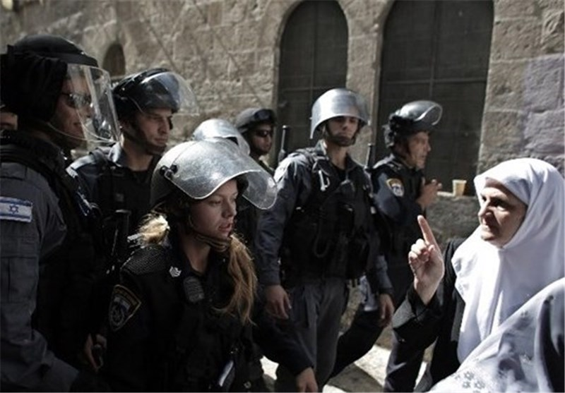 الاقصى مواجهات واعتداءات وقیود مشددة وسط دعوات للنفیر