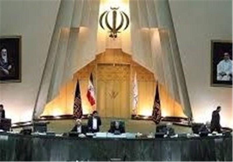 نواب الشعب بمجلس الشوری الاسلامی یؤکدون قانونیة قرار الاقامة الجبریة بحق زعماء الفتنة