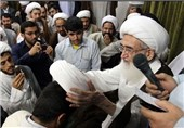 50 نفر از طلاب توسط آیت الله نوری همدانی به لباس روحانیت ملبس شدند