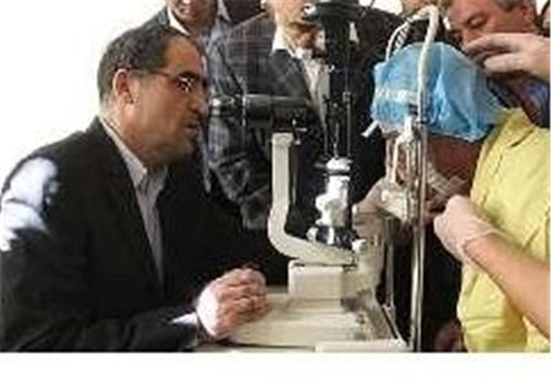 وزیر بهداشت چشم قربانی اسید پاشی را معاینه کرد