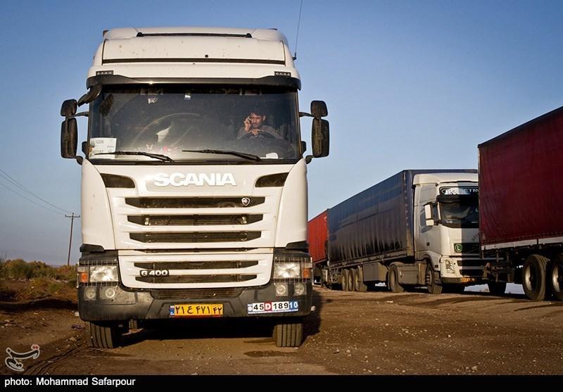 اعتصاب کامیون ها در گمرک دوقارون به علت افزایش ناگهانی قیمت سوخت