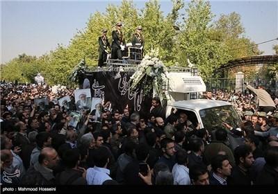 أهالی طهران یشارکون فی تشییع جثمان آیة الله محمد رضا مهدوی کنی