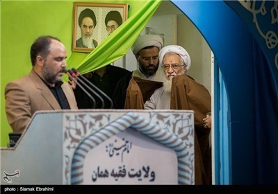 آیة الله موحدی کرمانی یؤم صلاة الجمعة فی طهران