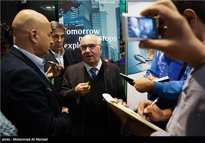 کارلو تاوهکیو رئیس فدراسیون فوتبال ایتالیا در جمع خبرنگاران