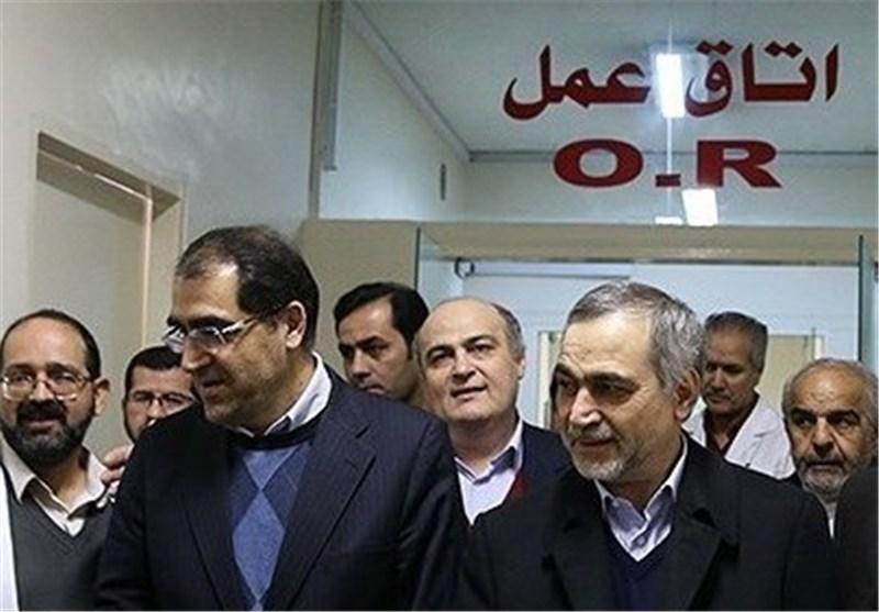 عیادت دستیار ویژه رییس جمهوری و وزیر بهداشت از مصدوم اسید پاشی