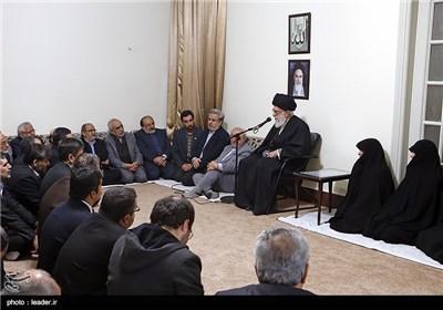 دیدار خانواده و جمعی از اعضای ستاد بزرگداشت مرحوم عسگراولادی با مقام معظم رهبری