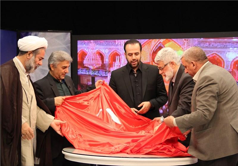 پرچم بارگاه ملکوتی امام حسین علیه السلام به صداوسیما اهدا شد