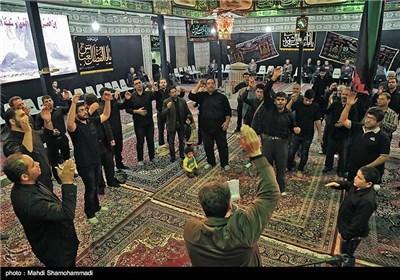 چادر سفيد خيمه كار هنرمندان اصفهانی است.