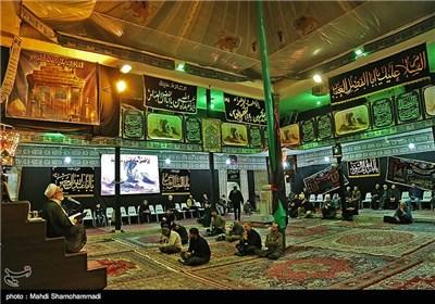 سقاخانهی معروف و قديمي نفرآباد به نام سقاخانهی حضرت اباالفضل(ع) همچنان در كنار تكيه قرار دارد.