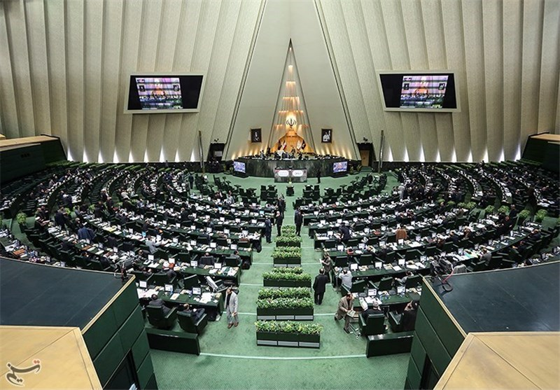 Parliament Bill Asks Iranian Gov't to Boost Production in Joint Fields