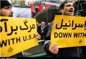 مردم با سر دادن شعارهای ضد نفوذ در مراسم 13 آبان امسال شرکت میکنند
