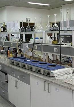 الباحثون الایرانیون یقطعون أشواطا فی دراسات تنقیة الماء من الملوثات الدوائیة