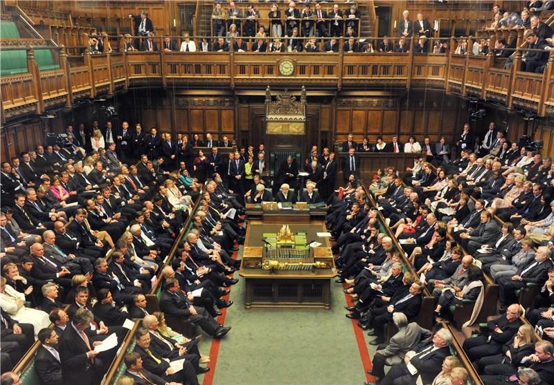 نواب بریطانیون یجتمعون لمناقشة الإطاحة برئیسة الوزراء