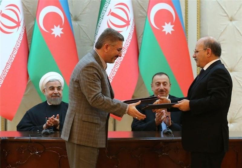 طهران وباکو توقعان علی 11 اتفاقیة ومذکرات تفاهم لتعزیز التعاون المشترک